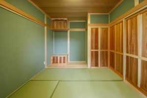 杉板戸仕様の和室